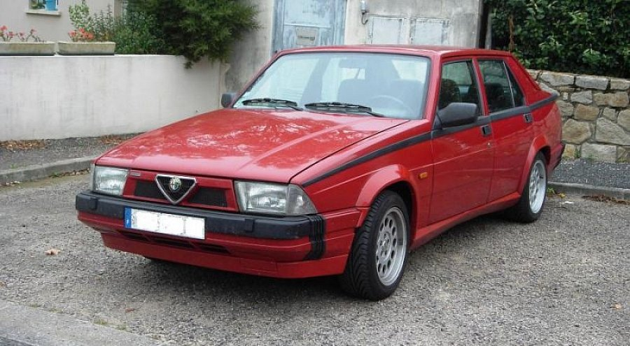 avis alfa romeo 75 cat v6 america berline 1990 par guswan motorlegend. Black Bedroom Furniture Sets. Home Design Ideas