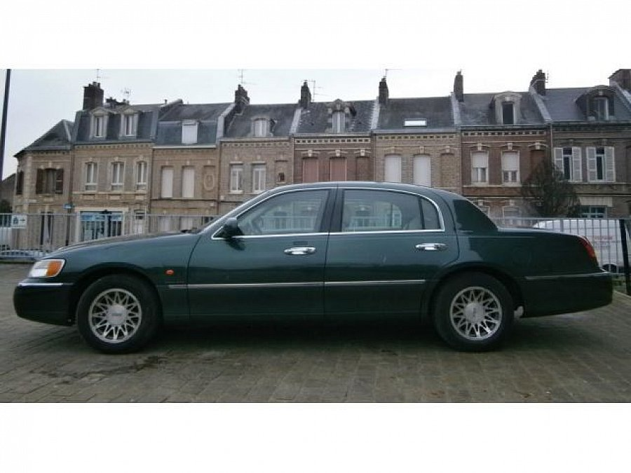 LINCOLN TOWN CAR berline 2001