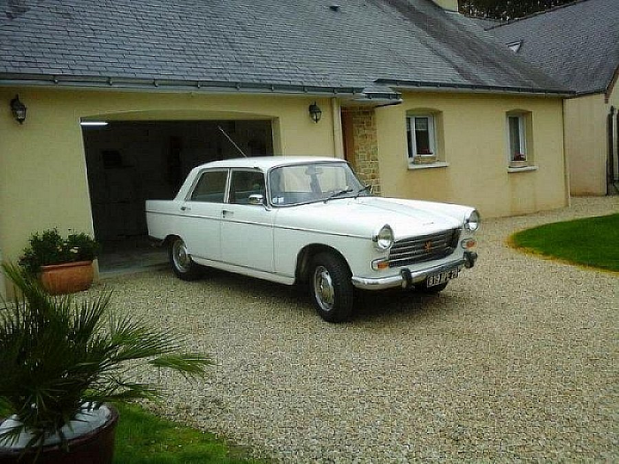 Avis PEUGEOT 404 9 CV berline 1974 par SAINT LAURENT