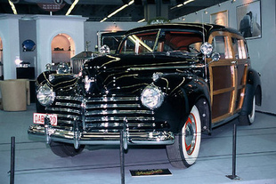 CHRYSLER Town & Country 1941 - Rétromobile 2005.com