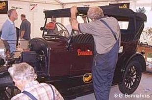 La reconstruction d'une Ford T - Autojumble de Beaulieu 2003  Reportage - Page 2.com