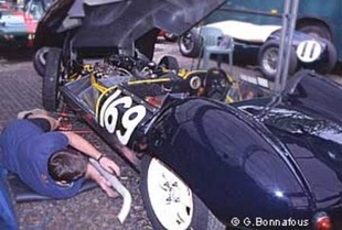 Interview de Stirling Moss - Grand Prix Historique de Pau 2002  Interview - Page 1.com