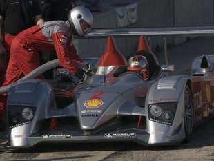 Le V12 diesel de l'Audi R10 - Un diesel aux 24 Heures du Mans  Reportage - Page 1.com