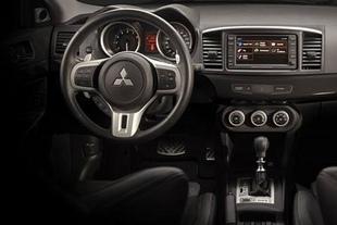 Subaru Impreza WRX STi / Mitsubishi Lancer Evolution - Habitacle Comparatif auto.com