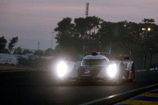 0h - 9h : L'unique Audi rescapée en tête devant les Peugeot - 24 Heures du Mans 2011  Reportage.com