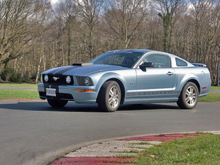 FORD MUSTANG GT V8
