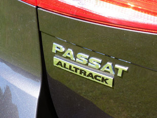VOLKSWAGEN Passat Alltrack - Sur la route .com