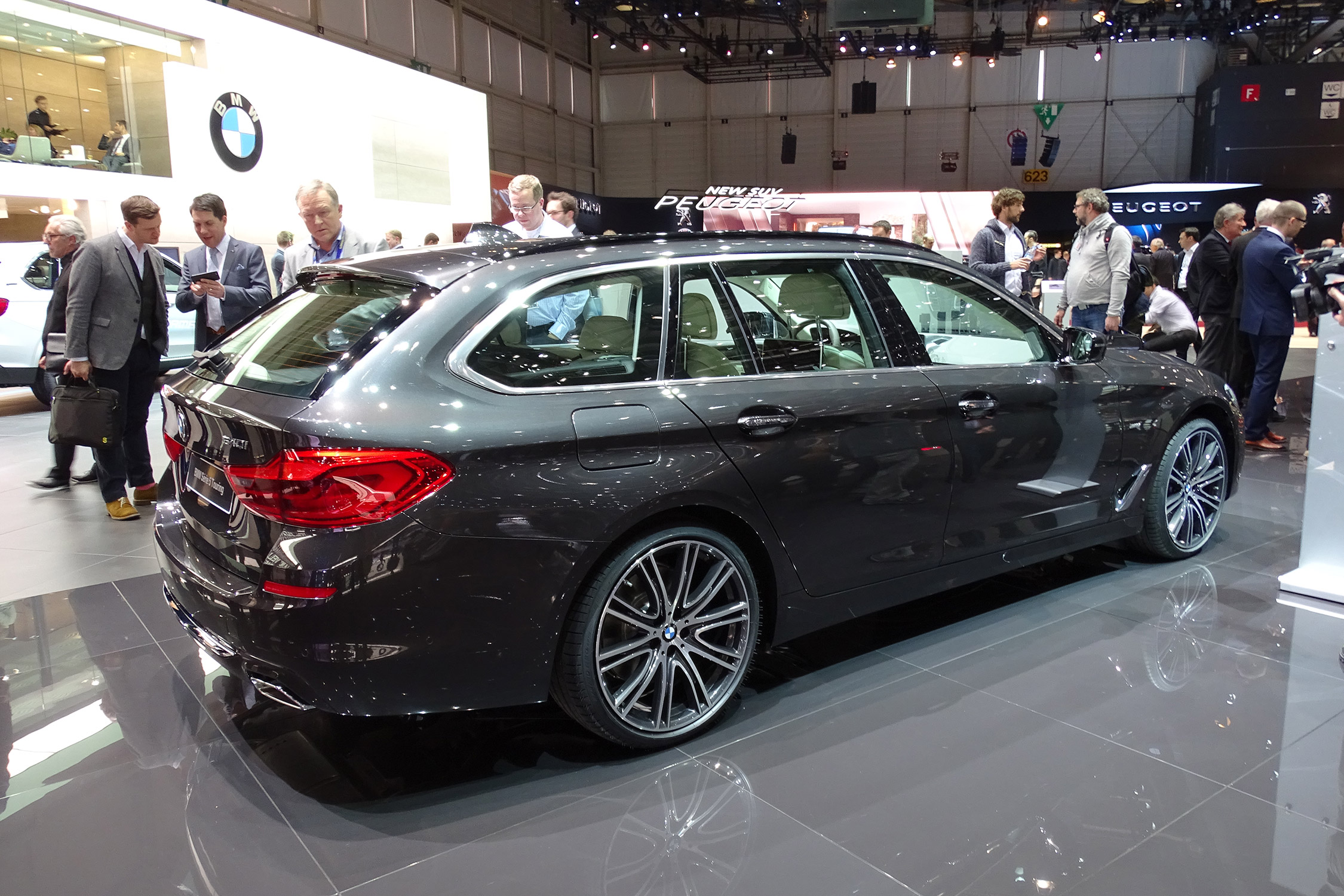Bmw S 233 Rie 5 Touring G31 Salon De Gen 232 Ve 2017