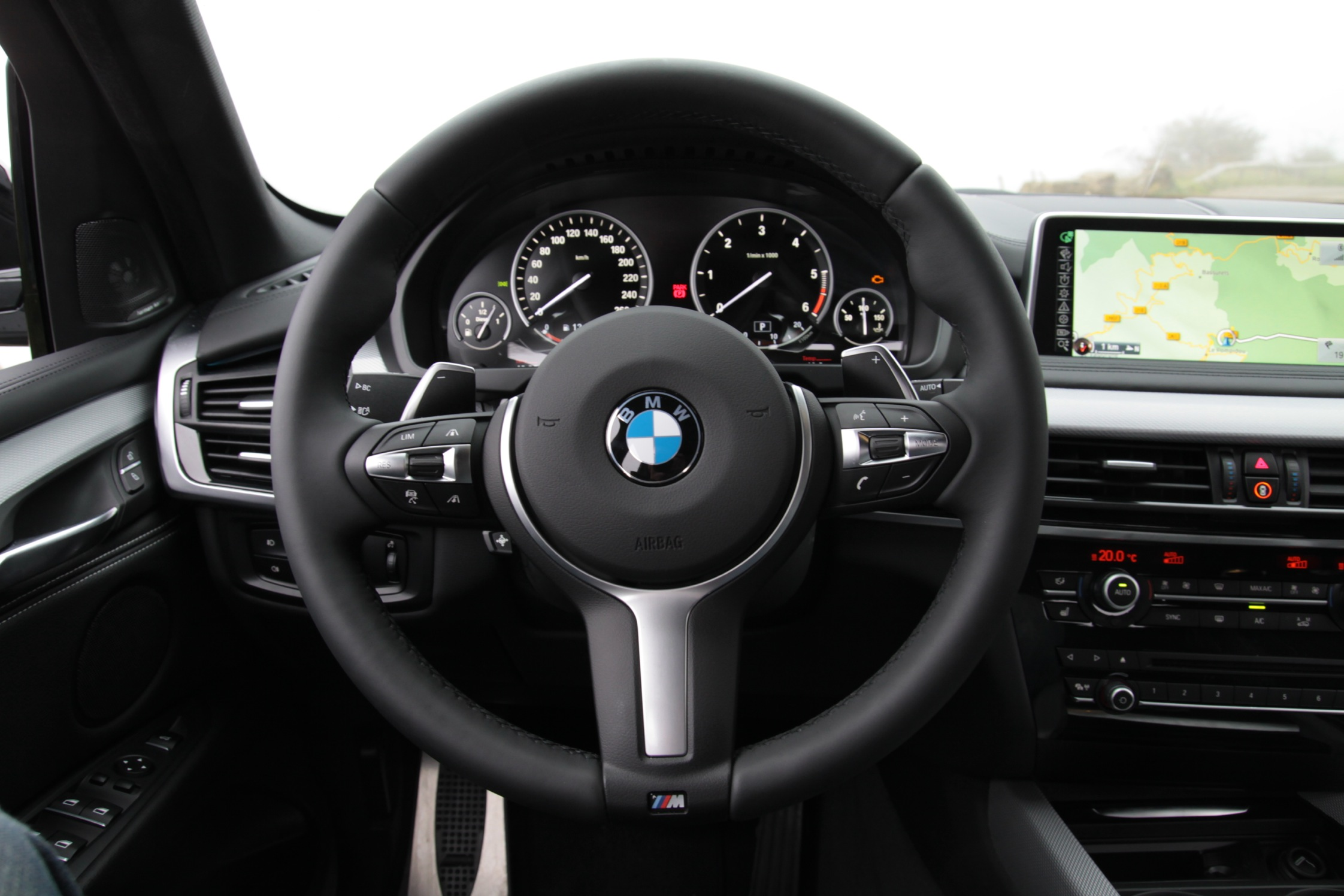 Essai bmw x5 m50d motorlegend for Interieur x5