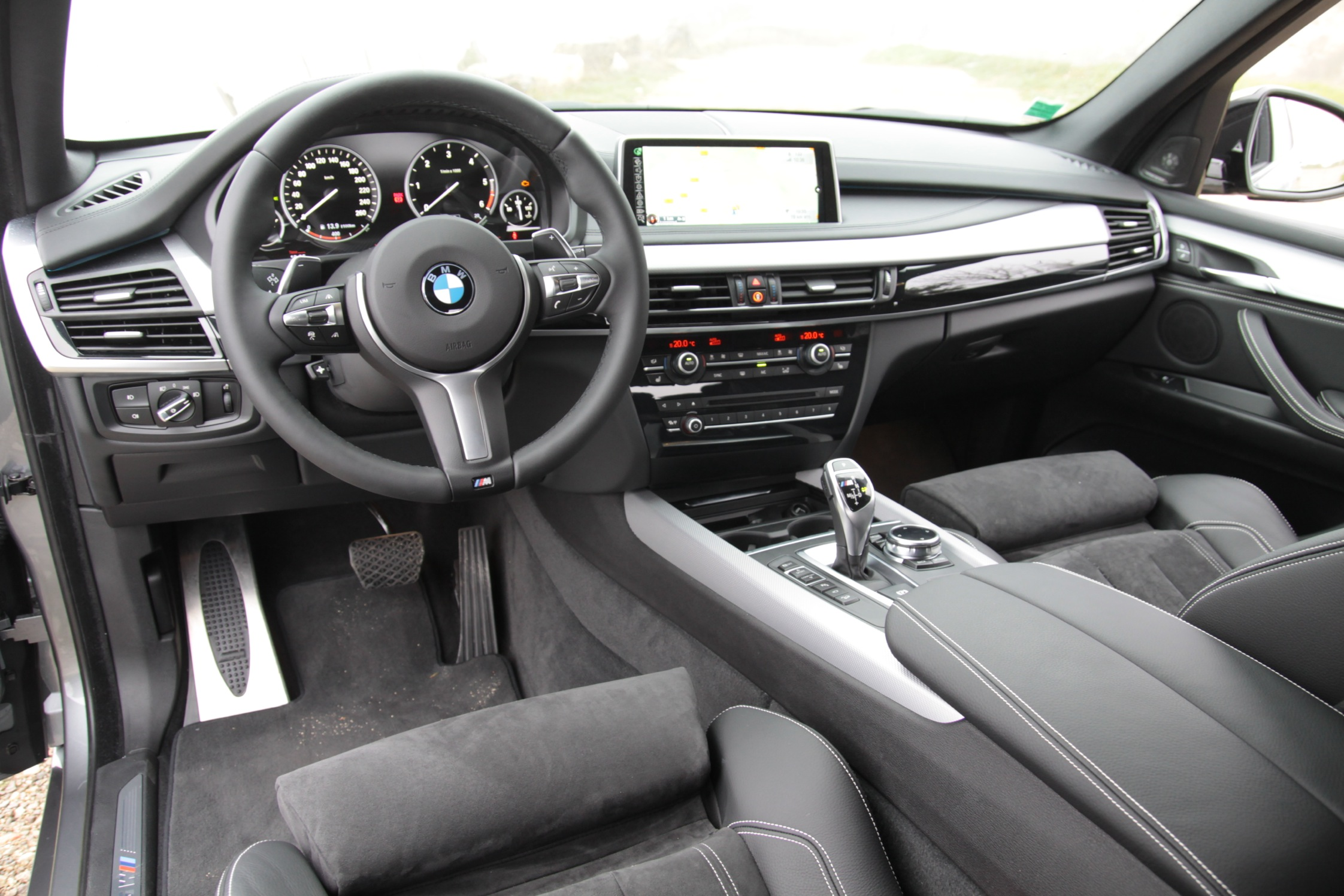 essai bmw x5 m50d motorlegend. Black Bedroom Furniture Sets. Home Design Ideas