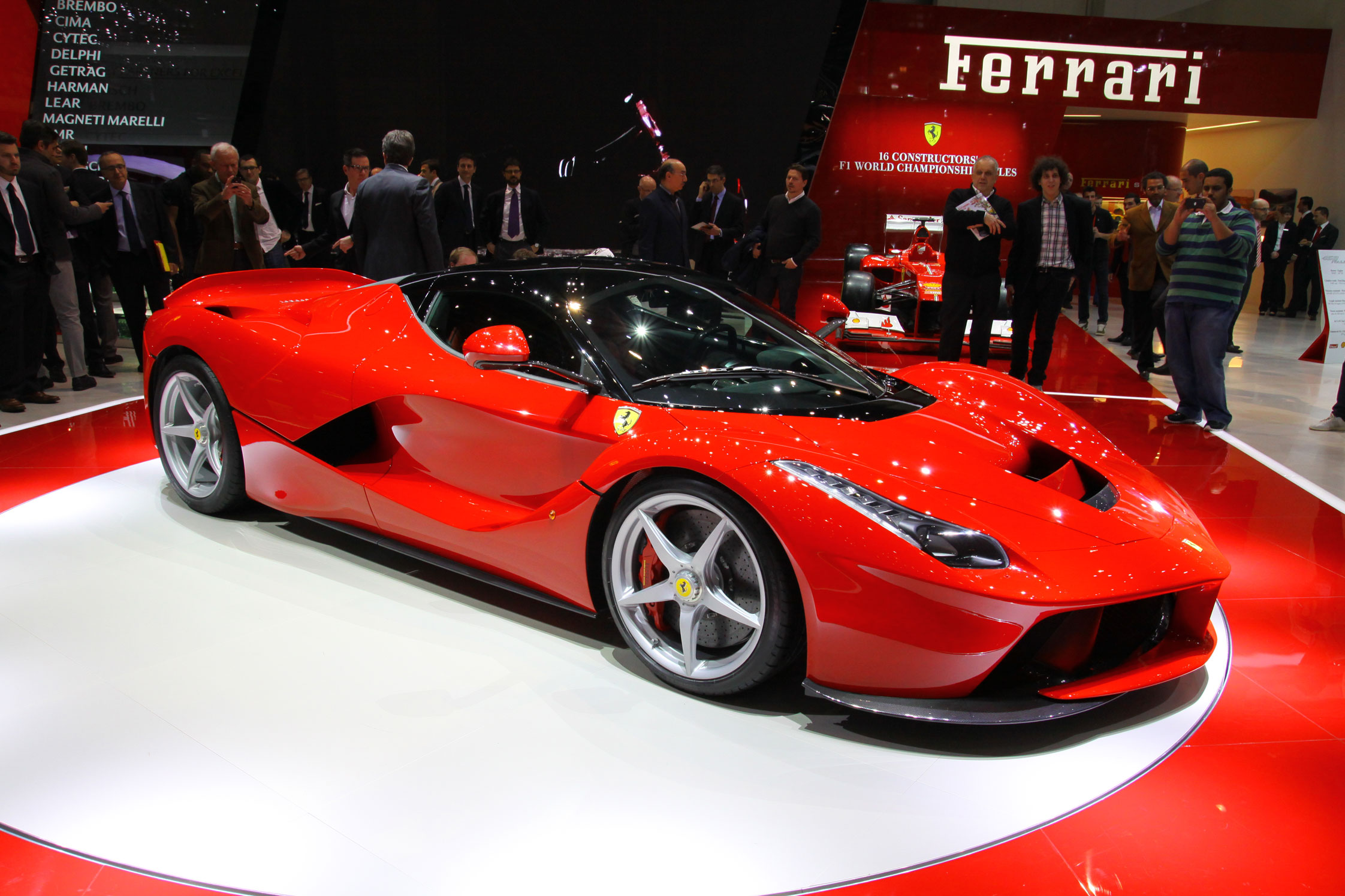 ferrari laferrari salon de gen ve 2013. Black Bedroom Furniture Sets. Home Design Ideas