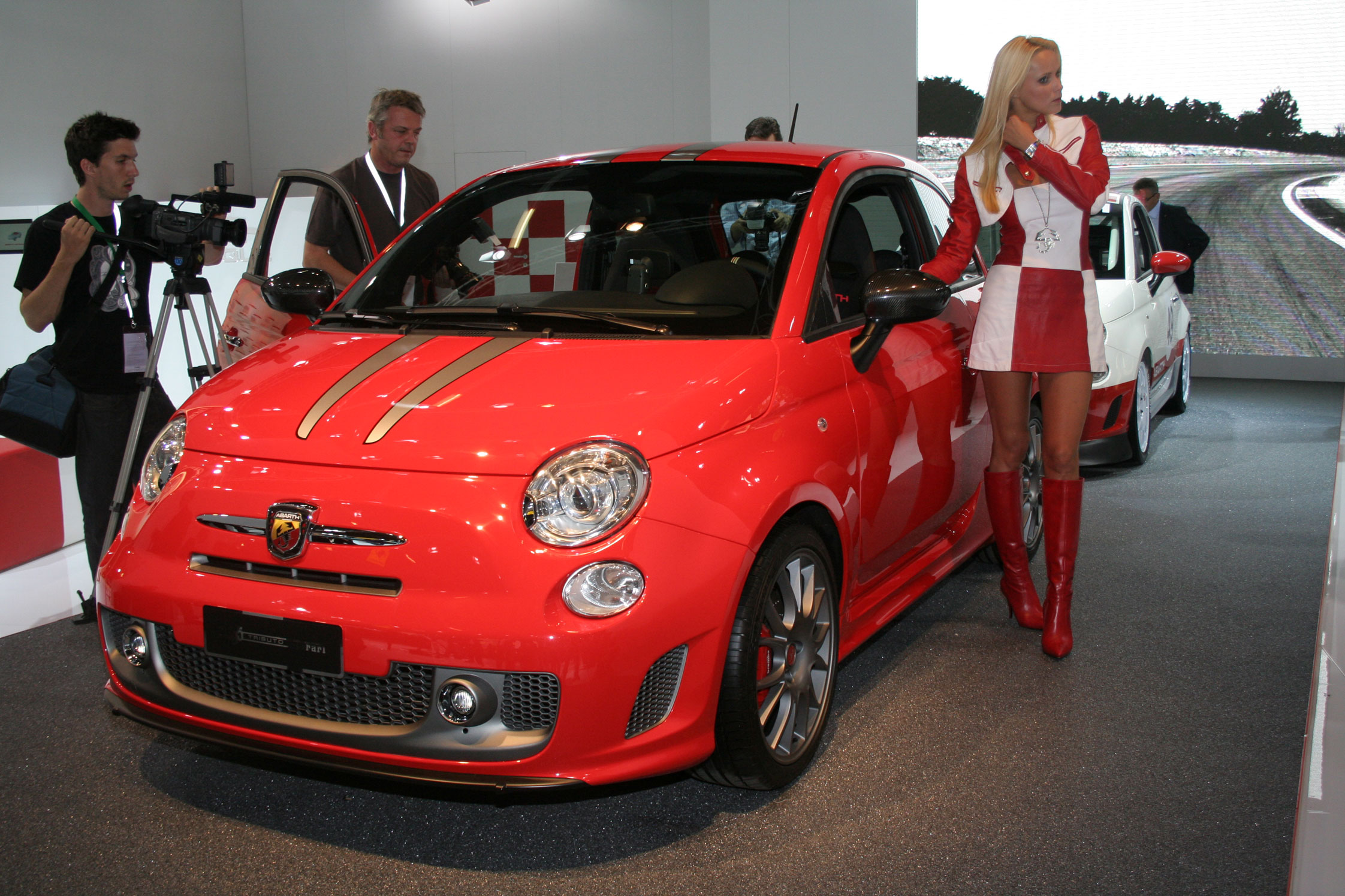 fiat 500 abarth 695 tributo ferrari salon de francfort 2009. Black Bedroom Furniture Sets. Home Design Ideas