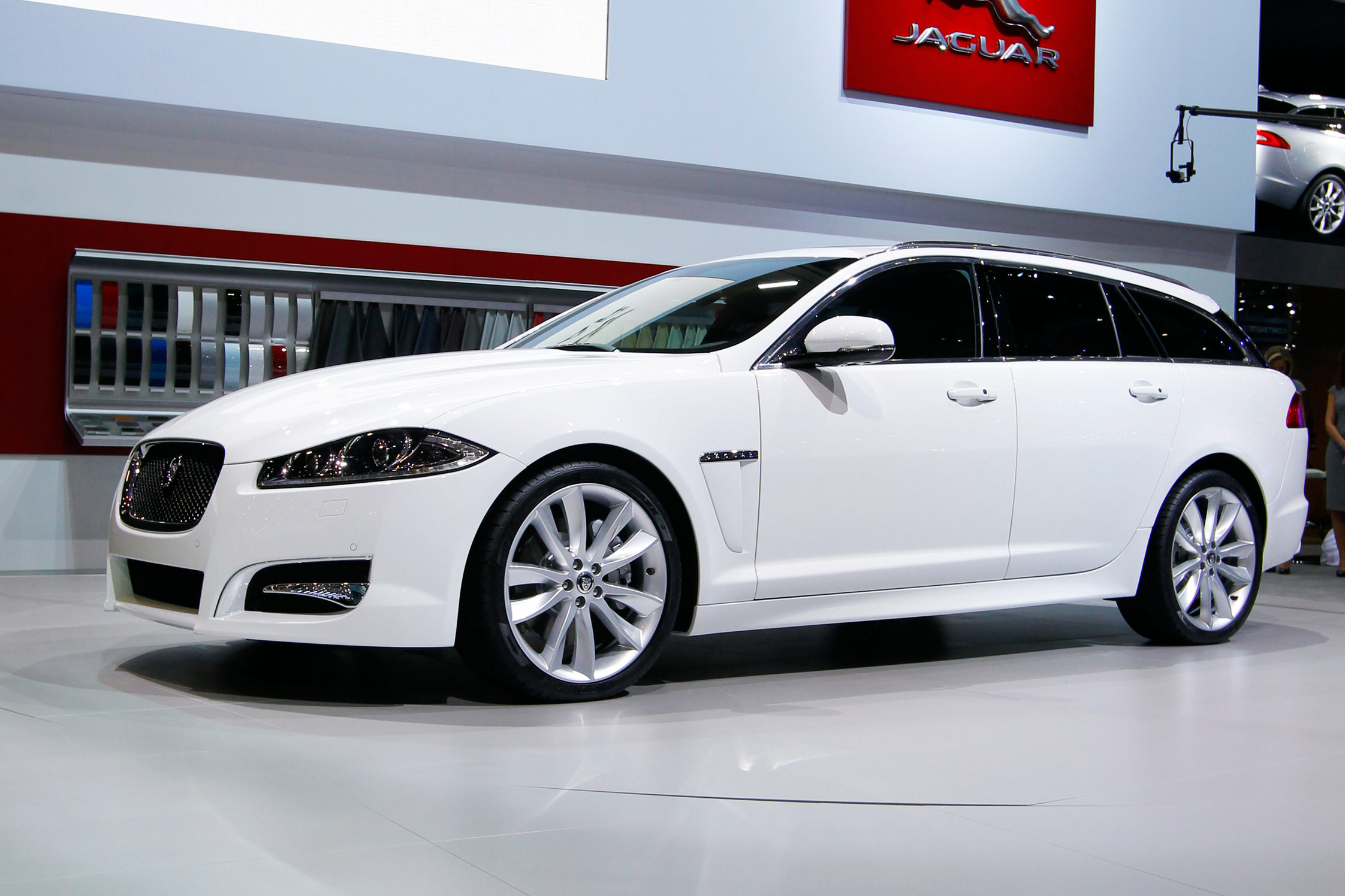 jaguar xf sportbrake salon de gen ve 2012. Black Bedroom Furniture Sets. Home Design Ideas