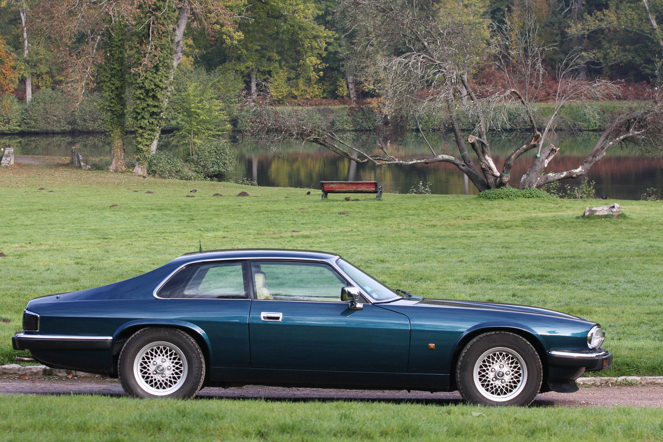 Acheter une jaguar xjs 5 3 v12 h e guide d 39 achat for Moquette route voiture