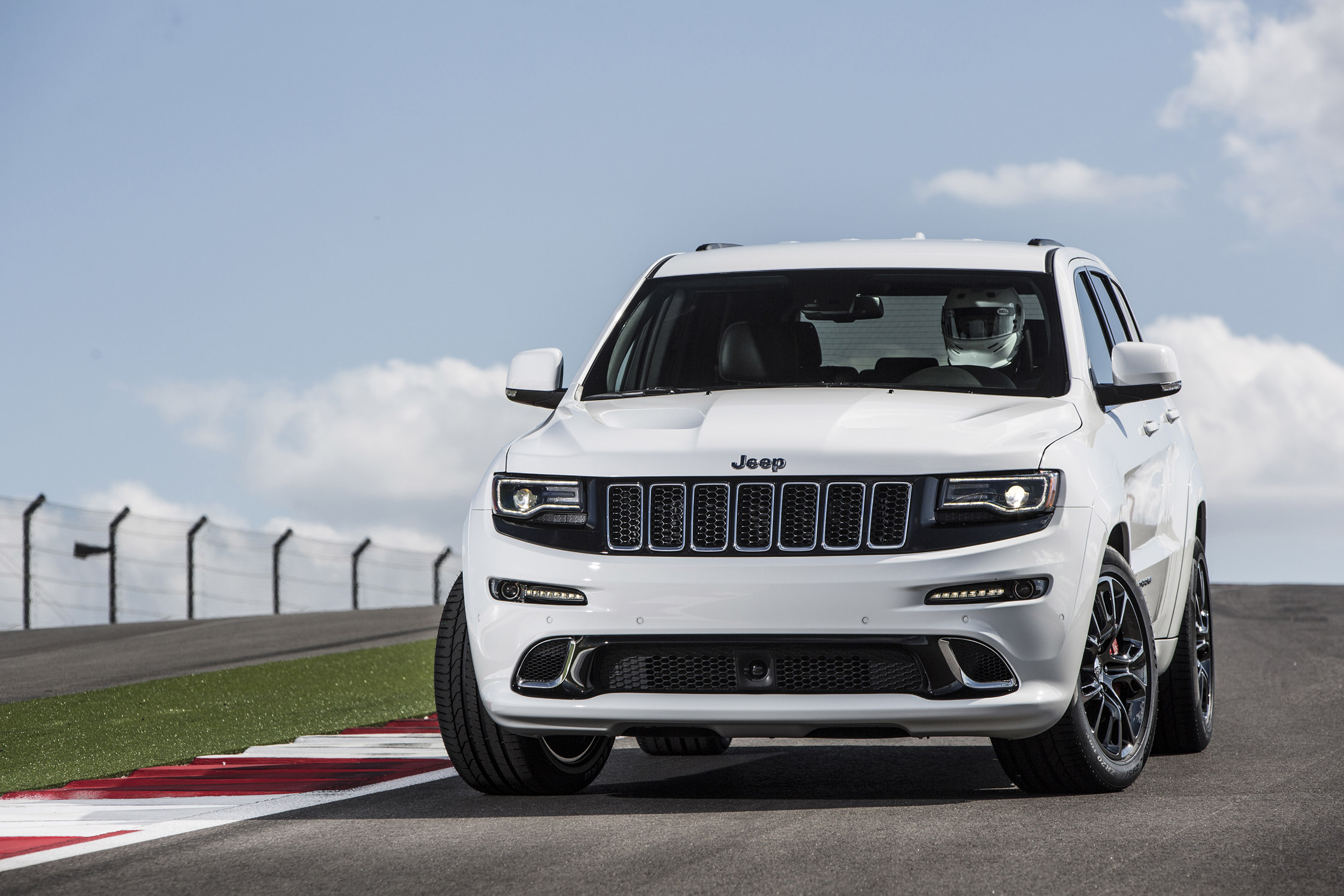 essai jeep grand cherokee srt motorlegend. Black Bedroom Furniture Sets. Home Design Ideas