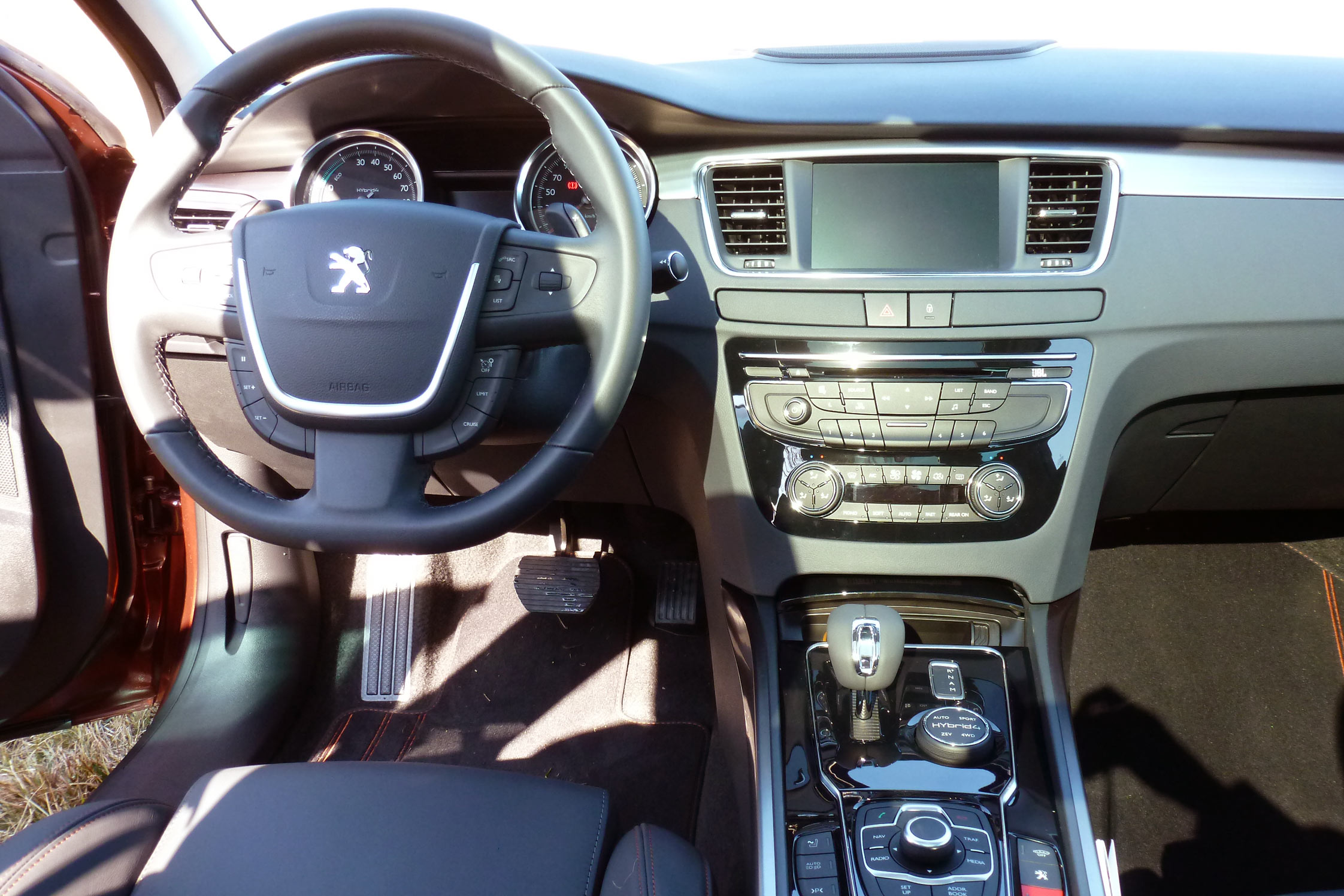 Essai peugeot 508 rxh motorlegend for Interieur 508 rxh