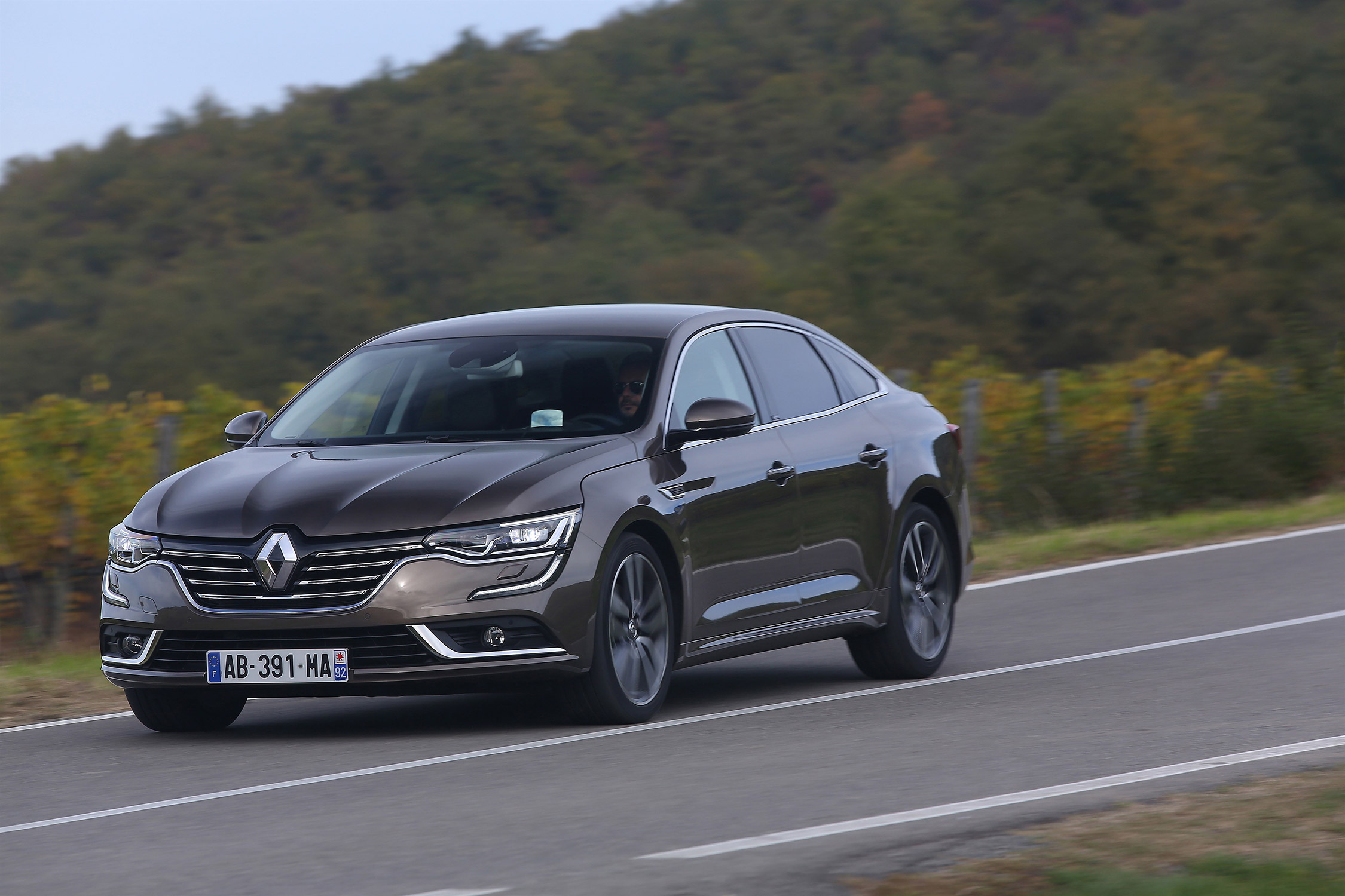 essai renault talisman 1 6 tce 200 ch motorlegend. Black Bedroom Furniture Sets. Home Design Ideas