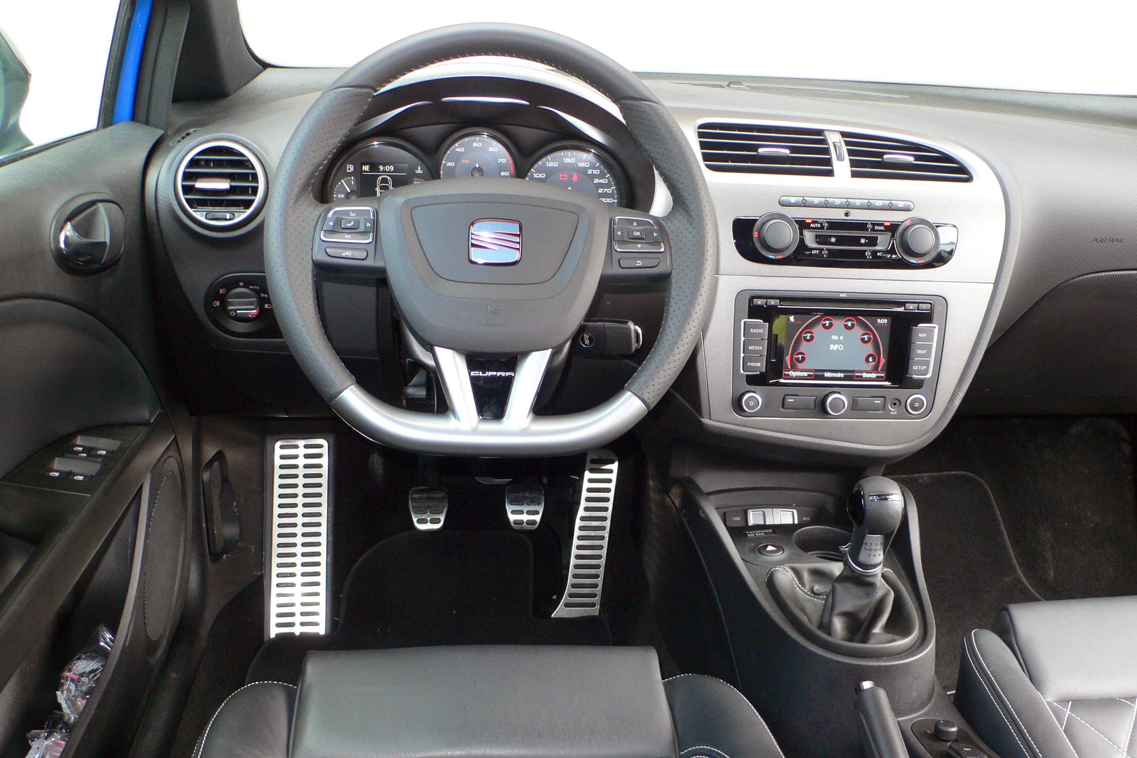 Essai seat leon cupra r motorlegend for Interieur seat ibiza cupra