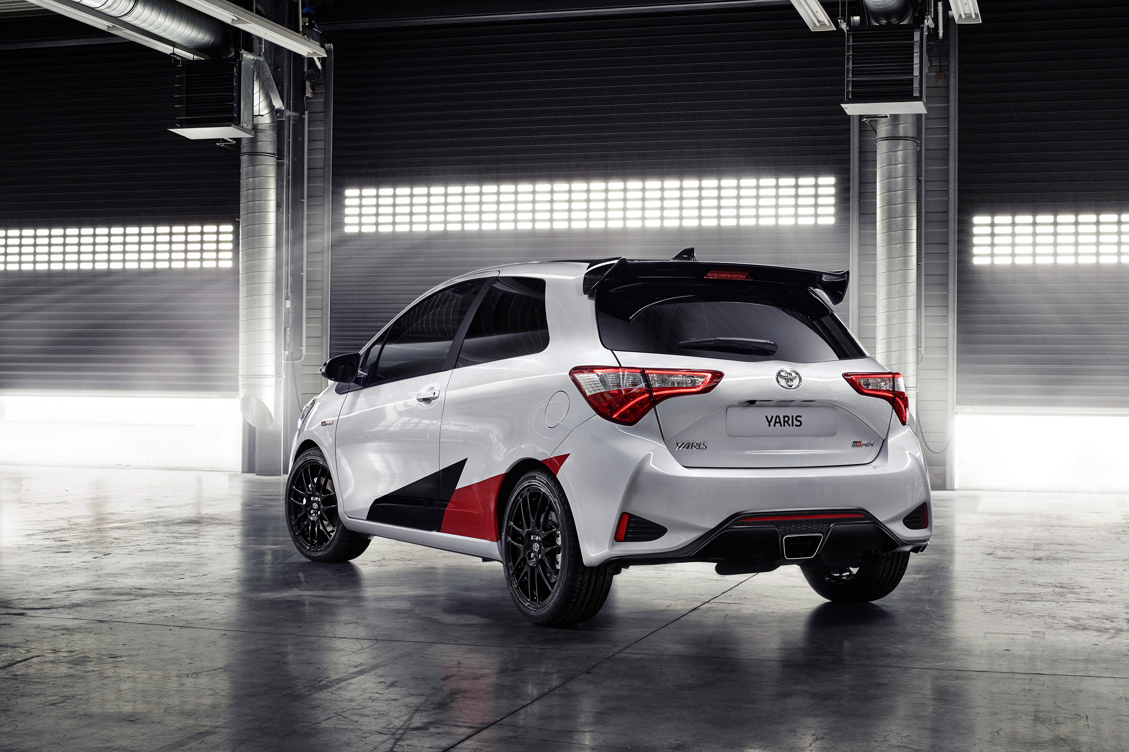 toyota yaris grmn salon de gen ve 2017. Black Bedroom Furniture Sets. Home Design Ideas