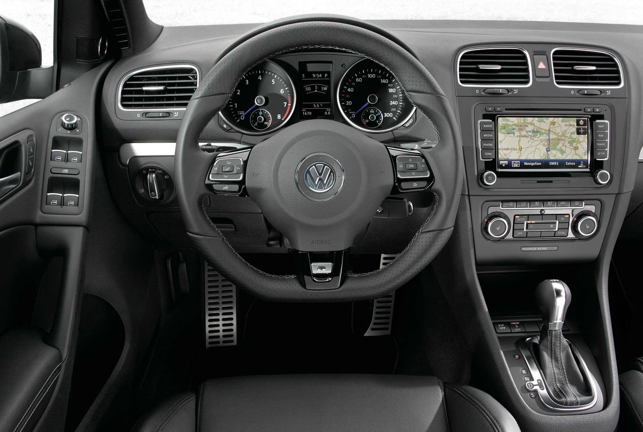 Essai volkswagen golf vi r motorlegend for Golf 6 gti interieur