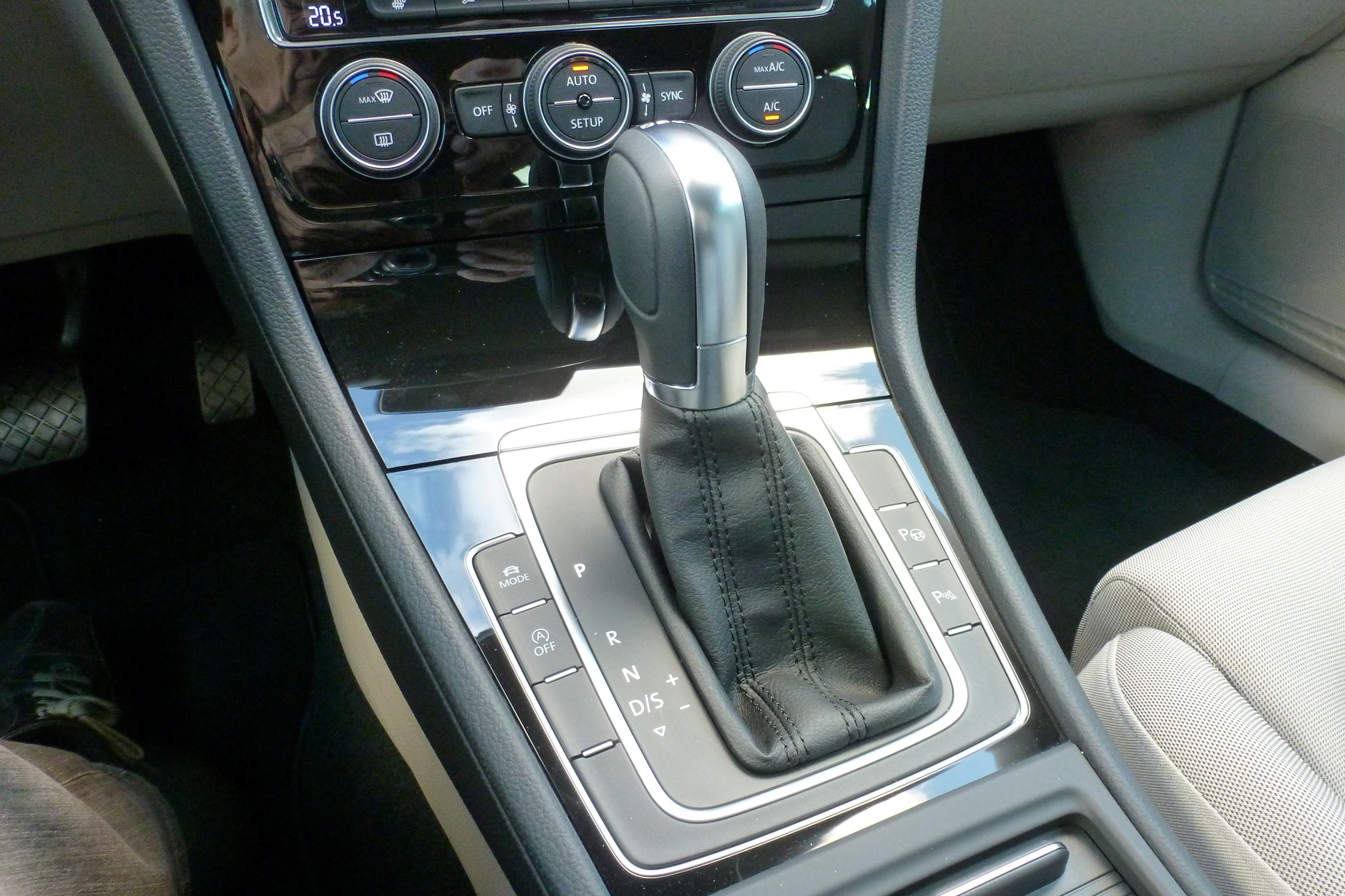 Essai volkswagen golf 7 motorlegend - Comment demonter console centrale golf ...