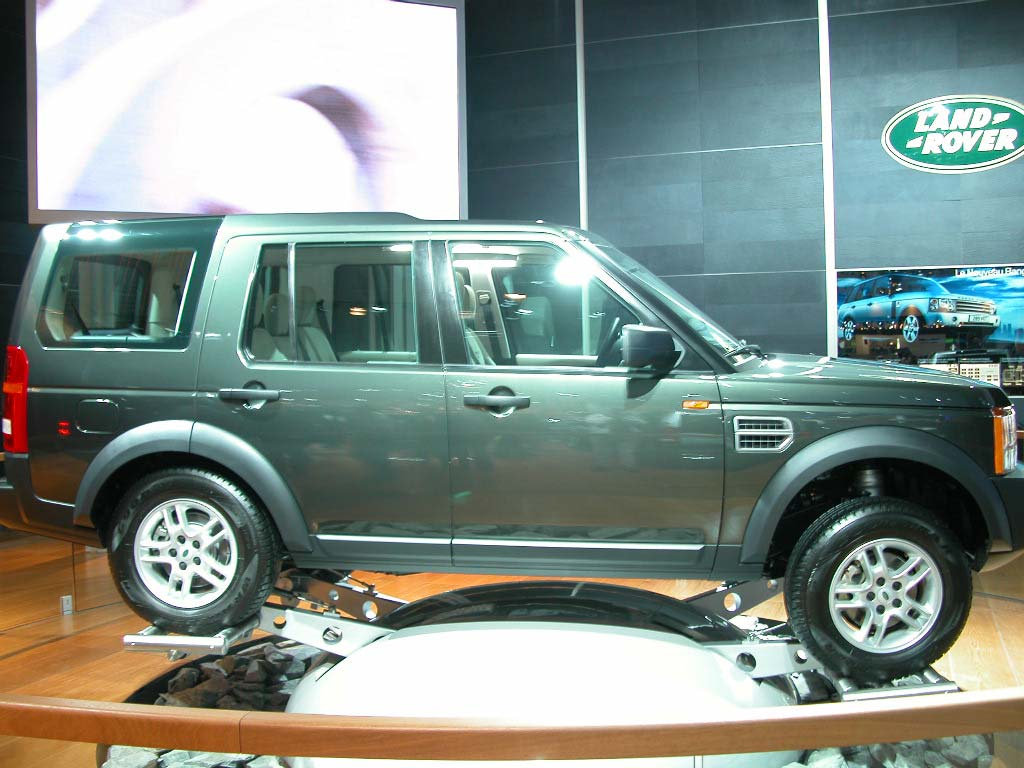 land rover discovery 3 mondial de paris 2004. Black Bedroom Furniture Sets. Home Design Ideas