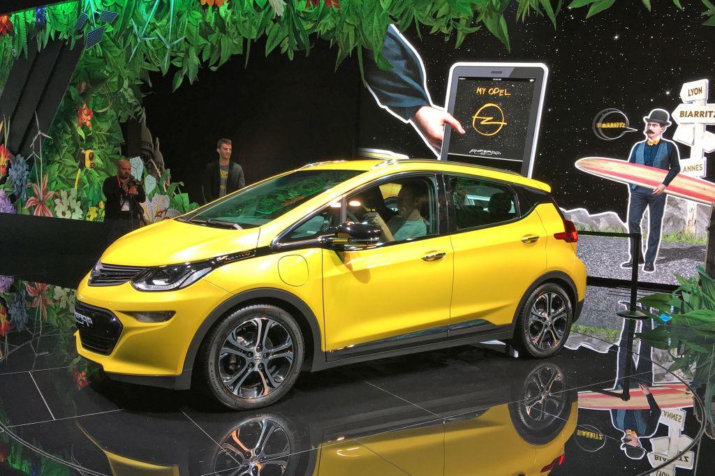 OPEL Ampera-e - Mondial de l'Automobile 2016.com