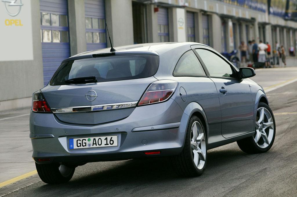 OPEL Astra GTC - Mondial de Paris 2004.com