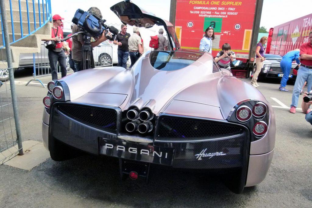 PAGANI Huayra - Salon de Genève 2011.com