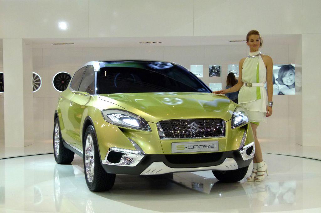 SUZUKI S-Cross - Mondial de l'Automobile 2012.com