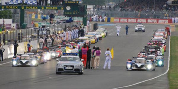 15h - 20h : Peugeot mène la danse mais perd une voiture - 24 Heures du Mans 2010  Reportage.com