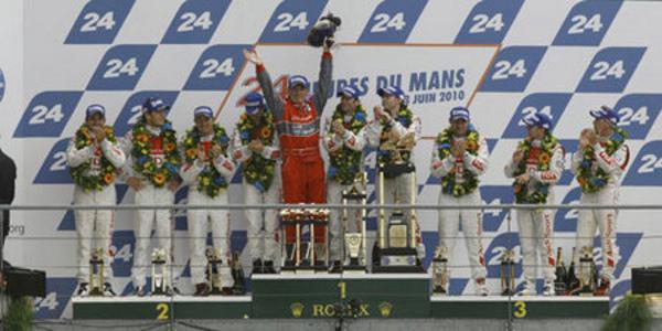 Audi bat Peugeot 3-0 - 24 Heures du Mans 2010  Reportage.com