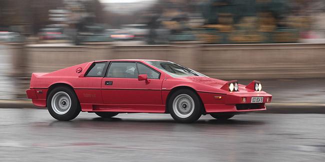879db453da25 Lotus n a pas produit que des petits roadsters légers et minimalistes. Il y  a un autre modèle qui compte   l Esprit ! Un modèle culte à la carrière ...