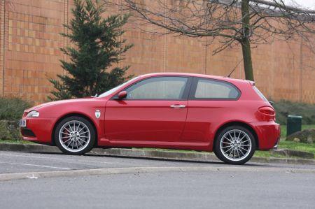 ALFA ROMEO 156 147 GT GTV disques de frein avant /& plaquettes nouveau