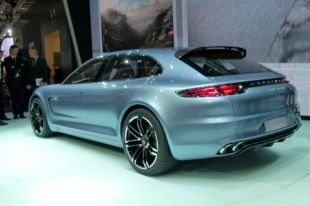 Vidéo Lexus LF-CC - Mondial de l'Automobile 2012