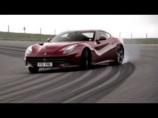 Chris Harris en Ferrari F12berlinetta