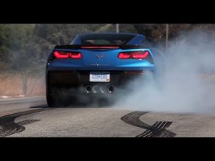 Matt Farah de The Smoking Tyre essaye la Corvette Stingray