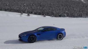 Aston Martin Vantage sur Neige