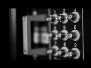 Vidéo Denis, Chef d'équipe Montage et le Renault V8 RS 27 - Essai