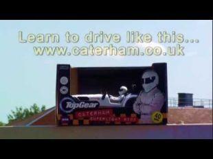 Caterham R500 en donuts avec le Stig