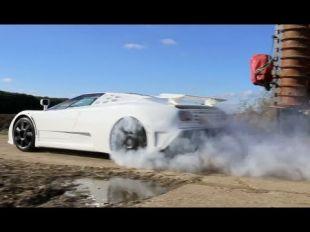 Vidéo Rolls-Royce Phantom tourmentée par TaxTheRich - Essai