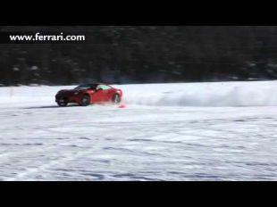 Ferrari California sur la neige à Saint Moritz
