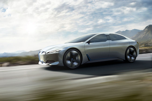 Future BMW i4 : avec une cavalerie électrique de 530 ch
