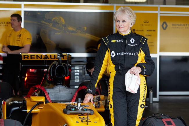 A 79 ans, elle pilote la Formule 1 R.S.17