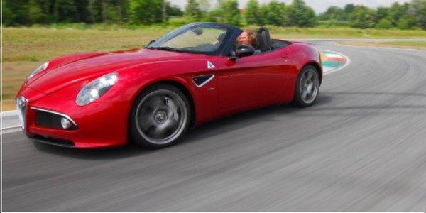Alfa Romeo 8C : le Spider déboule !