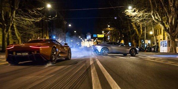 """L'Aston Martin DB10 fait le show pour l'arrivée de """"Spectre"""""""