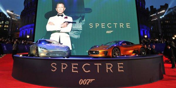 """L'Aston Martin DB10 à la première de """"Spectre"""""""