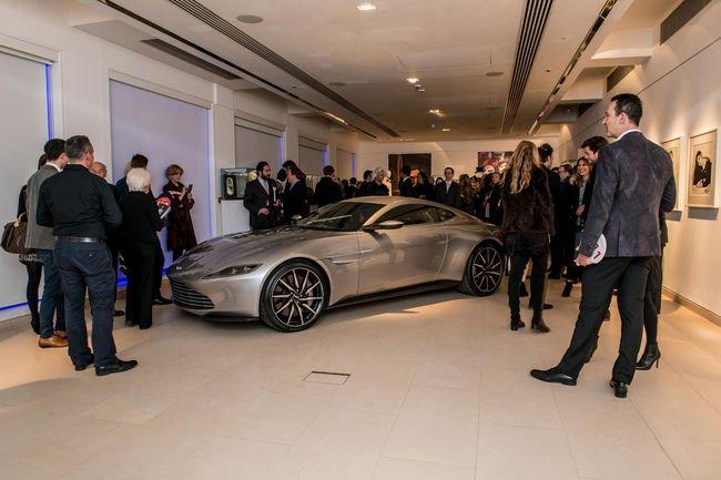 L'Aston Martin DB10 de 007 adjugée 2 434 500 Livres