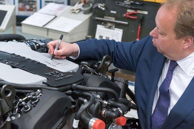 Le V12 de l'Aston Martin DB11 entre en production