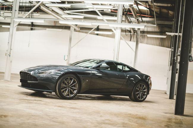 Q by Aston Martin présente deux DB11 spéciales